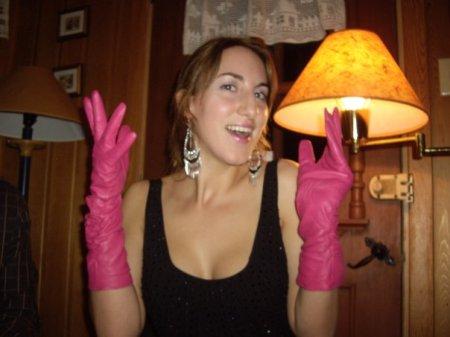 Moi quand je reçois de nouveaux gants et que j'ai plus l'air de vouloir trouver la prostate de quelqu'un que d'aller jouer dans la neige.